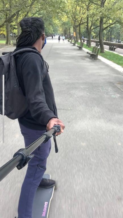 2_Skating - Xavier Seymour