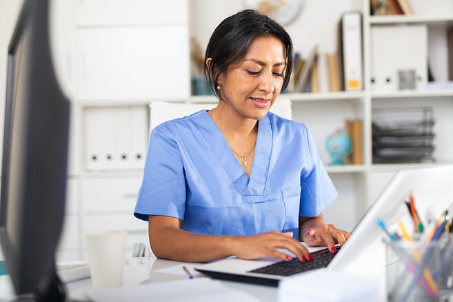 Clinician working on increasing patient engagement through virtual messages